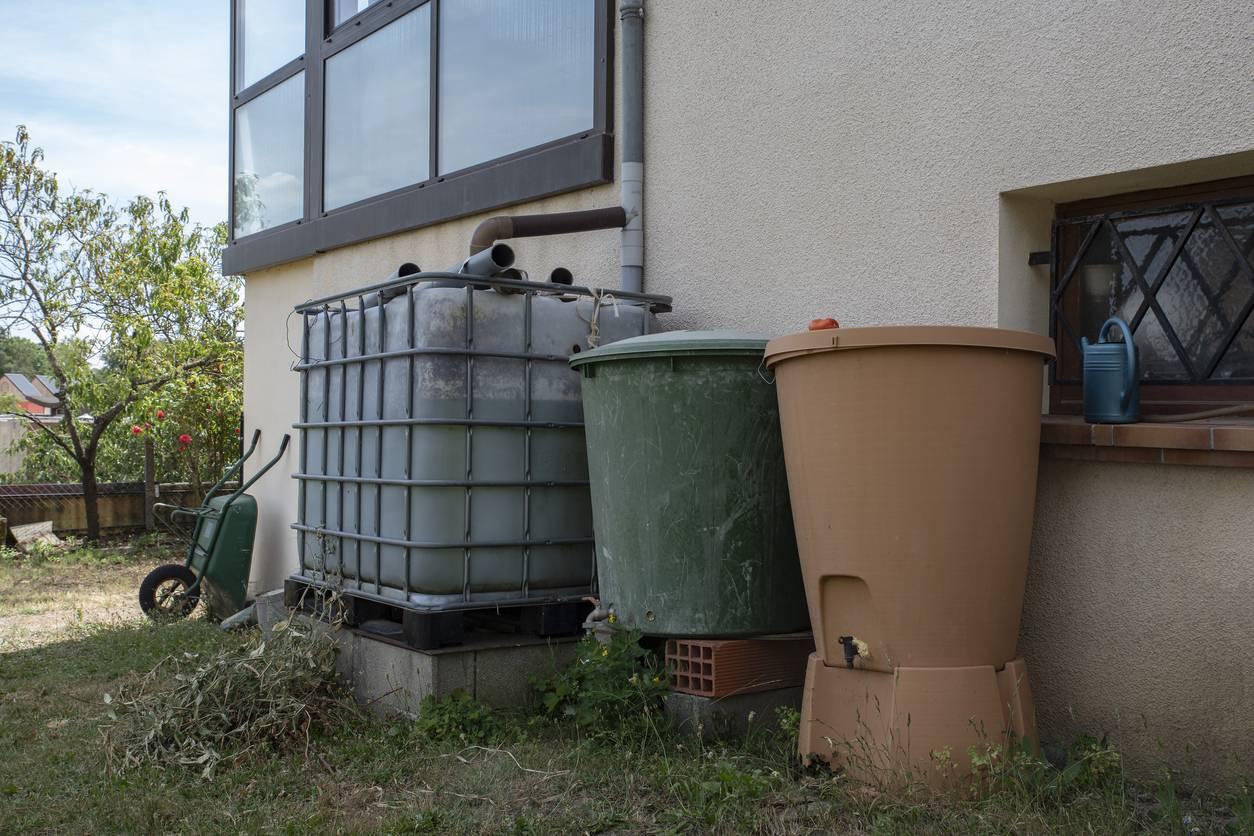 stocker de l'eau de pluie dans le jardin
